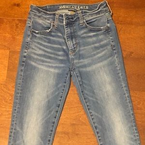 American Eagle light colored jeans